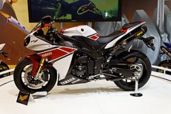 Yamaha_-_YZF-R1